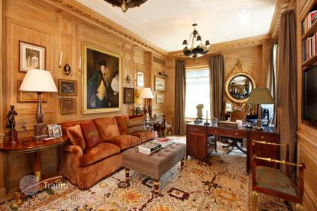 Property for sale in North America. Superb resident atop Ritz-Carlton, Central Park area, New York