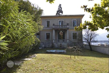 Houses for sale in Lombardy. Villa in Varenna, on Lake Como
