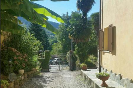 Residential for sale in Castelveccana. Property next to the picturesque lake aggiore! The cozy 2-storey farmhouse with a large plot of land and a swimming pool!
