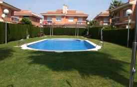 Cottage with a private garden, a swimming pool, a parking and terraces, Cambrils, Spain for 288,000 €