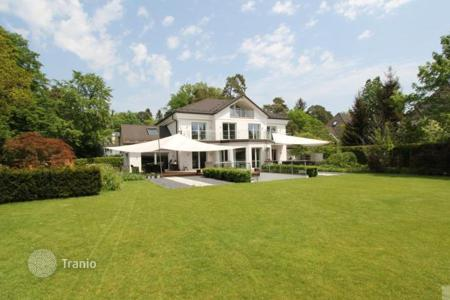 Luxury 3 bedroom houses for sale in Germany. Villa - Grünwald, Bavaria, Germany