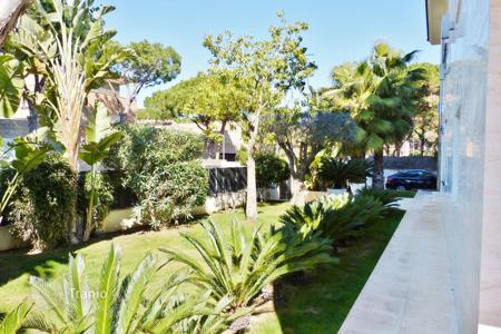 Property to rent in Costa del Garraf. Luxury villa on the 2nd sea line