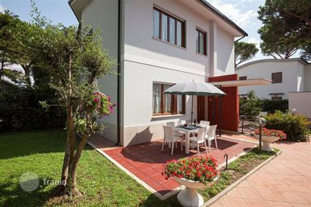 Coastal villas and houses for rent in Lazio. Villa - Terracina, Lazio, Italy
