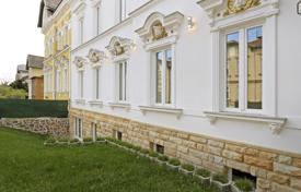 Houses for sale in Vienna. The old mansion with three apartments in the prestigious, 18th district of Vienna