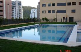 Apartments with pools by the sea for sale in Valencia. Spacious apartment with a terrace and a garage, 500 m from the beach, Benidorm, Spain