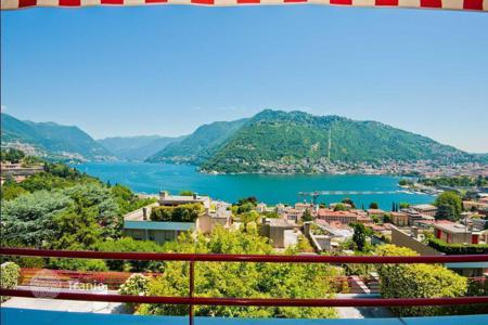 Apartments with pools for sale in Lombardy. Apartment in Como with a panoramic view