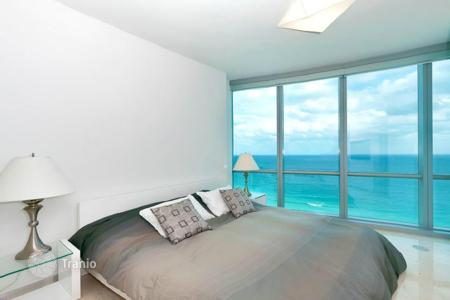 Property for sale in North America. Wondeful apartement on shore of the Atlantic ocean, Florida, USA