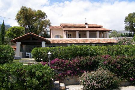 Houses with pools for sale in Sanremo. New villa with garden and swimming pool