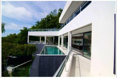 Houses for sale in Nice. Contemporary villa a few minutes from the Promenade des Anglais