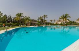 Cheap property for sale in Marbella. Very nice groundfloor 2 bedroom apartment with private garden, Selwo Estepona