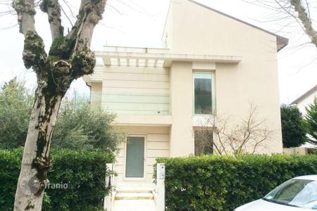 Coastal residential for sale in Emilia-Romagna. Three-storey HI-TECH style house in Rimini, Italy