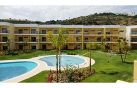 New homes for sale in Faro. New modern apartment in a residential complex with a swimming pool, Albufeira, Portugal