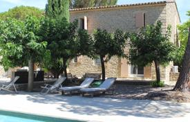 Property for sale in Gordes. Gordes — Traditional stone house