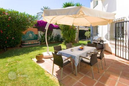 4 bedroom villas and houses by the sea to rent in Andalusia. Villa - Nueva Andalucia, Marbella, Andalusia,  Spain