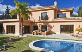 Luxury property for sale in Puerto Banús. Villa for sale in Marbella — Puerto Banus