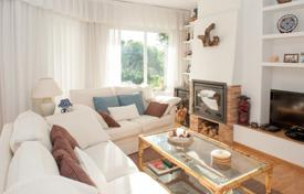 Apartments for sale in Begur. Spacious apartment with a terrace, in a residential complex with a garden and a swimming pool, close to the beach, Begur, Spain