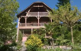 4 bedroom houses for sale in Occitanie. Chalet with two balconies and built-in garage, overlooking the mountains, Hautes-Pyrénées, France