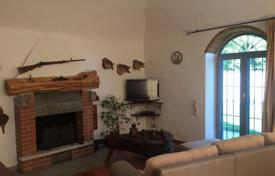 Bright villa with a balcony and a spacious plot, near the lake, Leggiuno, Lombardy, Italy for 800,000 €