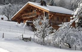 Property for sale in Auvergne-Rhône-Alpes. Chalet any comfort Mont Blanc