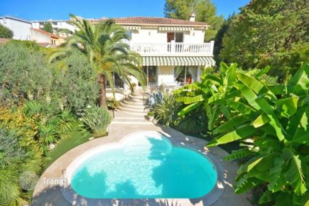 Houses for sale in Cannes. Villa - Cannes, Côte d'Azur (French Riviera), France