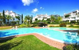Apartments with pools for sale in Andalusia. Luxury apartment with a garage and a terrace in a residential complex with gardens, swimming pools and a golf course, Marbella, Spain