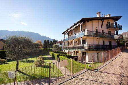Cheap 2 bedroom apartments for sale in Italy. Apartment with garden on the ground floor