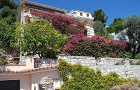 4 bedroom houses for sale in Villefranche-sur-Mer. Villa with panoramic views of the bay of Villefranche-sur-mer