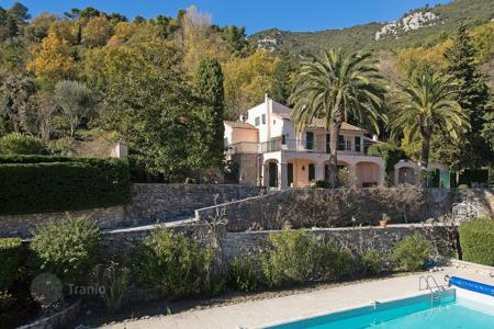 6 bedroom houses for sale in Seillans. Var backcountry — Authentic Mansion