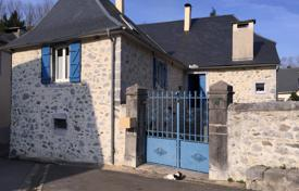 Property for sale in Aquitaine. Spacious villa with a facade made of natural stone, with a garden and an additional plot, Pau, France