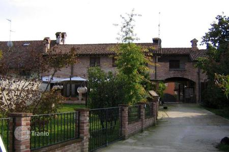 Property for sale in Lombardy. OLD COUNTRY FARMHOUSE — SOUTH-MILAN AREA