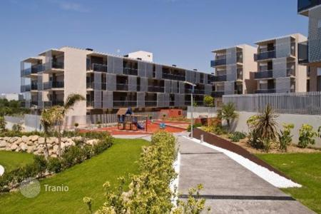 2 bedroom apartments by the sea for sale in Salou. Cozy apartment near amusement park Port Aventura