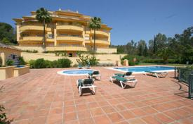 3 bedroom apartments for sale in Costa del Sol. Spacious apartment with a parking, a terrace and sea and mountain views in a complex with a garden and a pool, Marbella, Spain