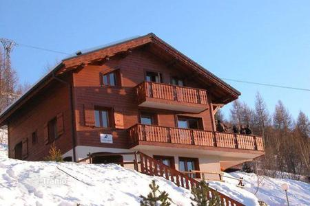 Residential to rent in Mâcot-la-Plagne. Large chalet with a sauna in the center of the ski resort La Plagne Montalbert, France