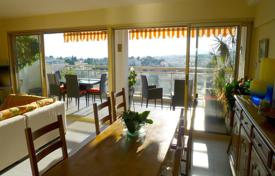 Apartments for sale in Le Cannet. Luxury apartment with a terrace, a balcony and a sea view, Le Cannet, France