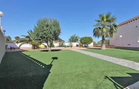 Cheap houses with pools for sale in Valencia. Orihuela Costa, Punta Prima. Townhouse-duplex of 95 m² built with garden of 20 m²