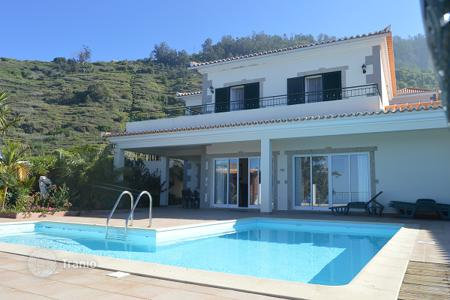 3 bedroom houses for sale in Portugal. House in Calheta, Madeira with ocean views and swimming pool for sale!