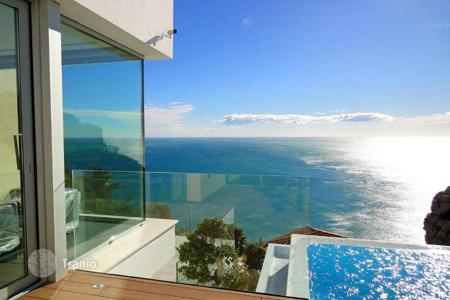 Luxury residential for sale in Benitachell. Luxury villa of 4 bedrooms offering sea-views in Benitachell, Alicante