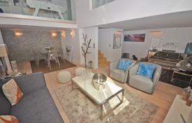 Residential for sale in Cannes. Furnished duplex in the very heart of Cannes on Mediterranean seashore