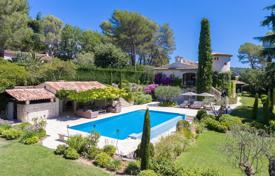 Luxury 6 bedroom houses for sale in Mougins. Beautiful Provencal villa in secured estate