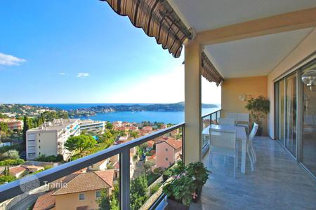 2 bedroom apartments for sale in Villefranche-sur-Mer. Beautiful top floor apartment with pool and tennis in Villefranche-sur-Mer, France