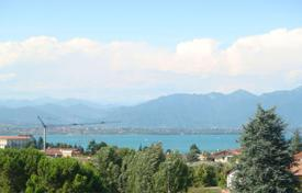 Apartments for sale in Desenzano del Garda. Modern three-bedroom apartment with large terrace and a lake view, Desenzano del Garda