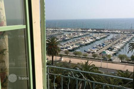 Coastal property for sale in Menton. Apartment – Menton, Côte d'Azur (French Riviera), France