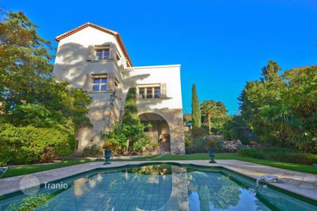 5 bedroom houses for sale in Cannes. Belle Epoque villa in the Croix des Gardes