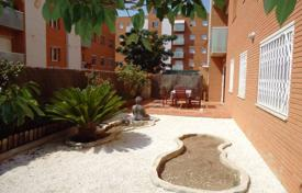 Apartment with a terrace and a patio, Reus, Spain for 135,000 €