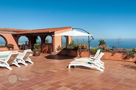 5 bedroom villas and houses to rent in Canary Islands. Detached house – Santa Brígida, Canary Islands, Spain