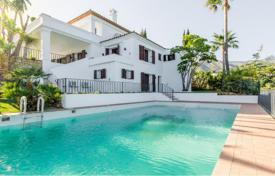 4 bedroom houses for sale in Costa del Sol. Luxurous Family Villa, Monte Paraiso Country Club, Marbella Golden Mile (Marbella)
