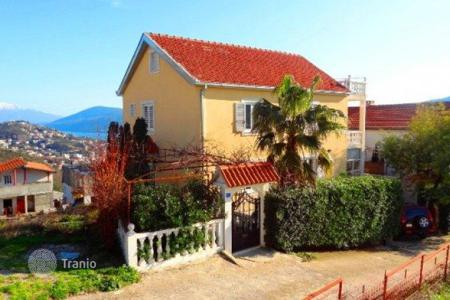 3 bedroom houses for sale in Sušćepan. Furnished villa with garden and sea view, in Suscepan, Herceg Novi, Montenegro