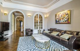 Luxury apartments for sale in Barcelona. Renovated furnished apartment with balconies and galleries in a residence with a lift, a parking and a concierge, Barcelona, Spain