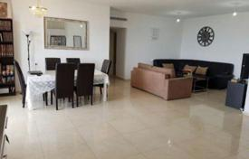 3 bedroom apartments for sale in Israel. Three bedroom apartment with furniture and terrace in Netanya, Israel