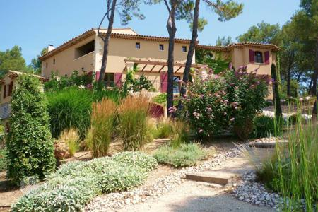 Residential for sale in Bouches-du-Rhône. Golf de Pont Royal — Stunning villa